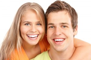 Give Yourself the Gift of Teeth Whitening this Holiday
